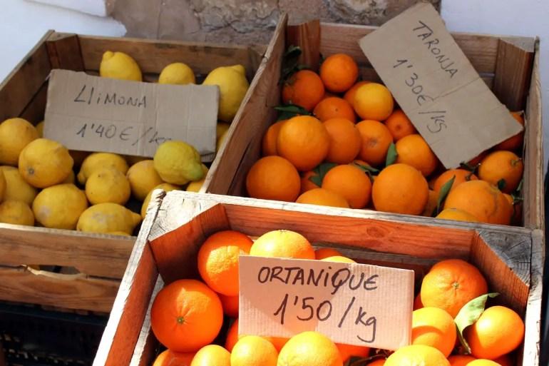 In Sóller kannst du Zitronen und Orangen aus der Region kaufen, die hier Limona und Taronja heißen