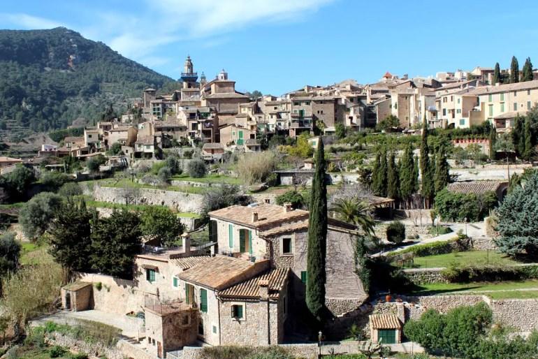 Schönste Orte Mallorcas: Valldemossa liegt mitten in den Bergen der Tramuntana