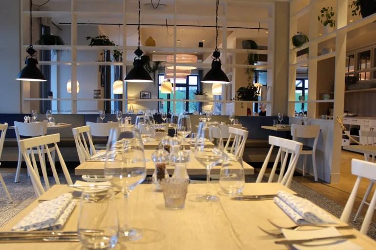 Auch im Restaurant setzt sich das maritime Design fort