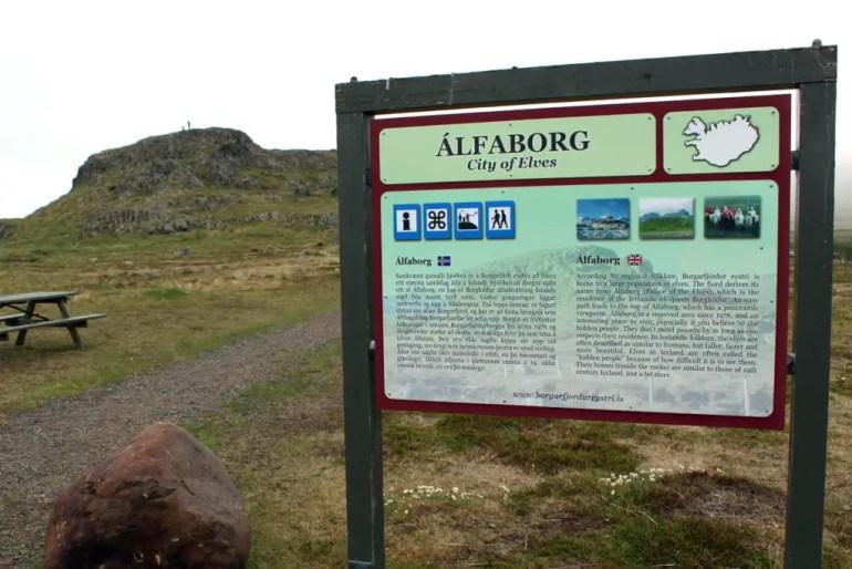 Borgarfjörður ist nicht nur die Heimat der Papageientaucher, sondern auch der Elfenkönigin