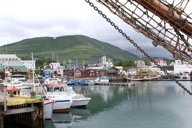 Das Hafenörtchen Húsavik ist liegt ganz im Norden und ist das Zentrum der Walbeobachtung
