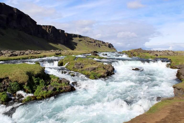 Spektakuläre Wasserfälle findest du in Island tausende