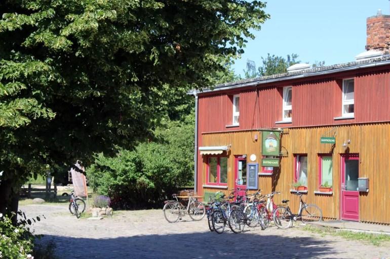 Der Demeter Hof Medewege bietet Café und Hofladen