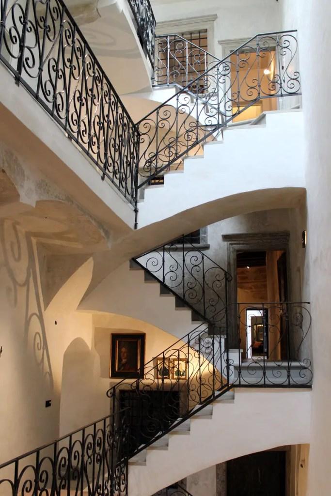 Treppauf und treppab geht es im Goldenstern Townhouse in Bozen