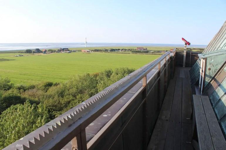 Von der Aussichtsplattform hast du einen tollen Blick über die Insel