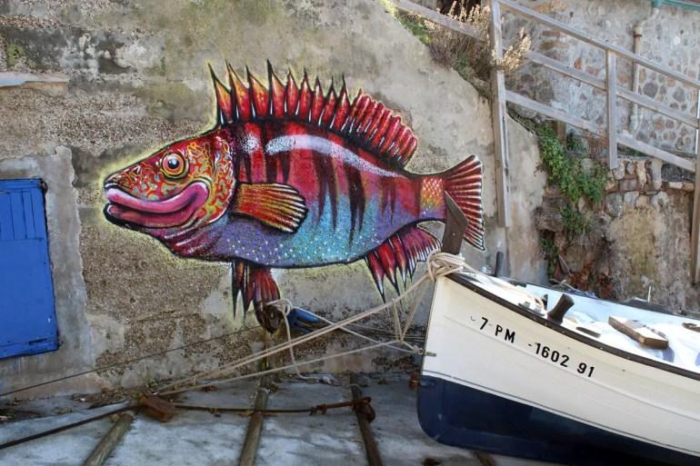 Bunte Streetart im Hafen von Port de Valldemossa