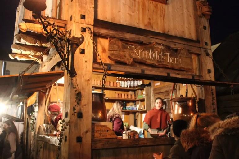 Komplett anders: das Adventsspektakel mit mittelalterlichem Weihnachtsmarkt auf dem Wittelsbacher Platz