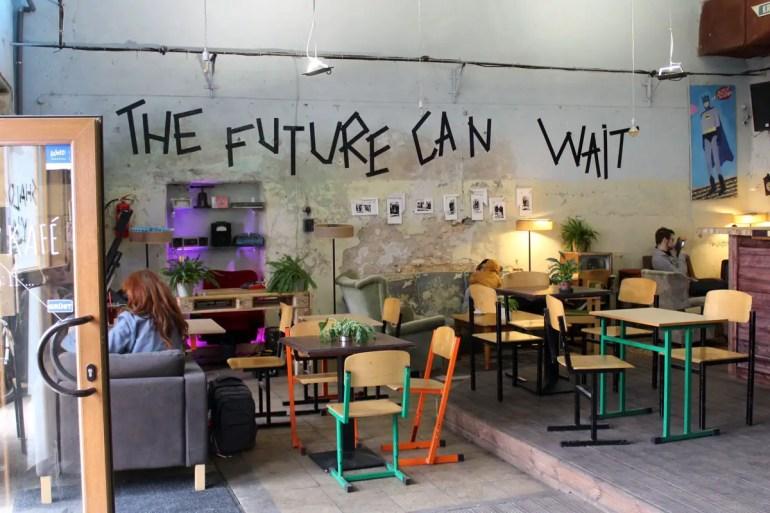 Das Café Ezitis Migla in Rigas Creative Quarter