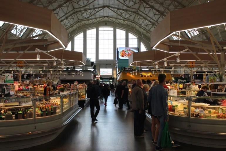 Rigas Zentralmarkt befindet sich in alten Zeppelinhallen