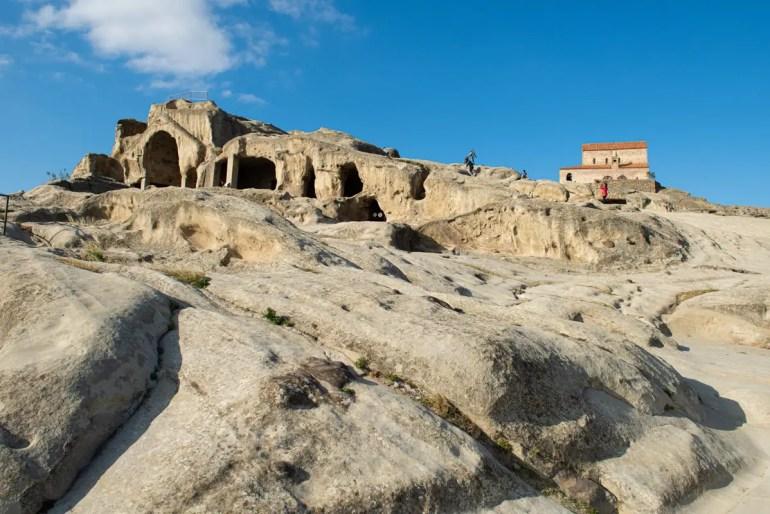 Eine der Sehenswürdigkeiten in Georgien: die Höhlenwohnungen von Uplisziche (Foto: Secludedtime)
