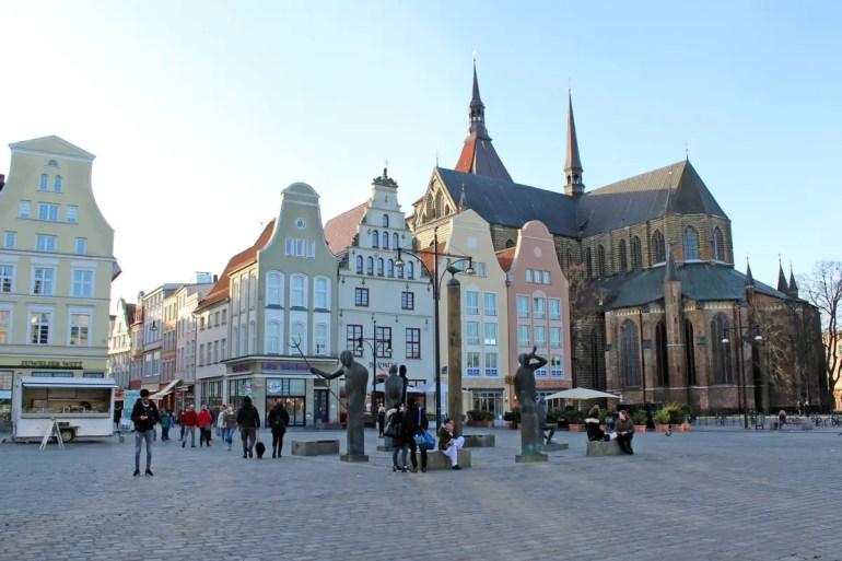 Hansegipfel am Neuen Markt mit der Marienkirche im Hintergrund