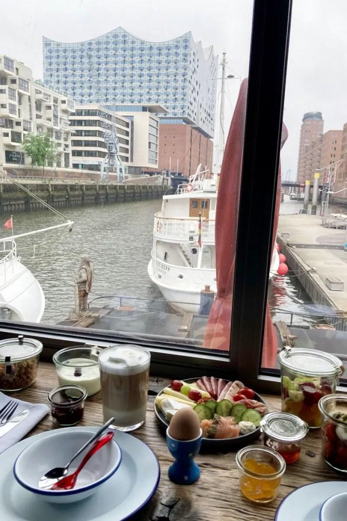 Traumhaft: Frühstück mit Ausblick auf die Elbphilharmonie