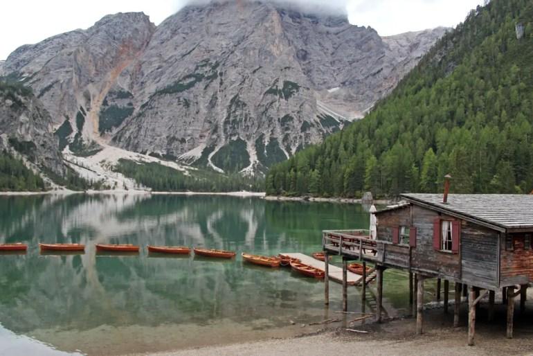 Der Pragser Wildsee ist eines der beliebten Highlights in Südtirol