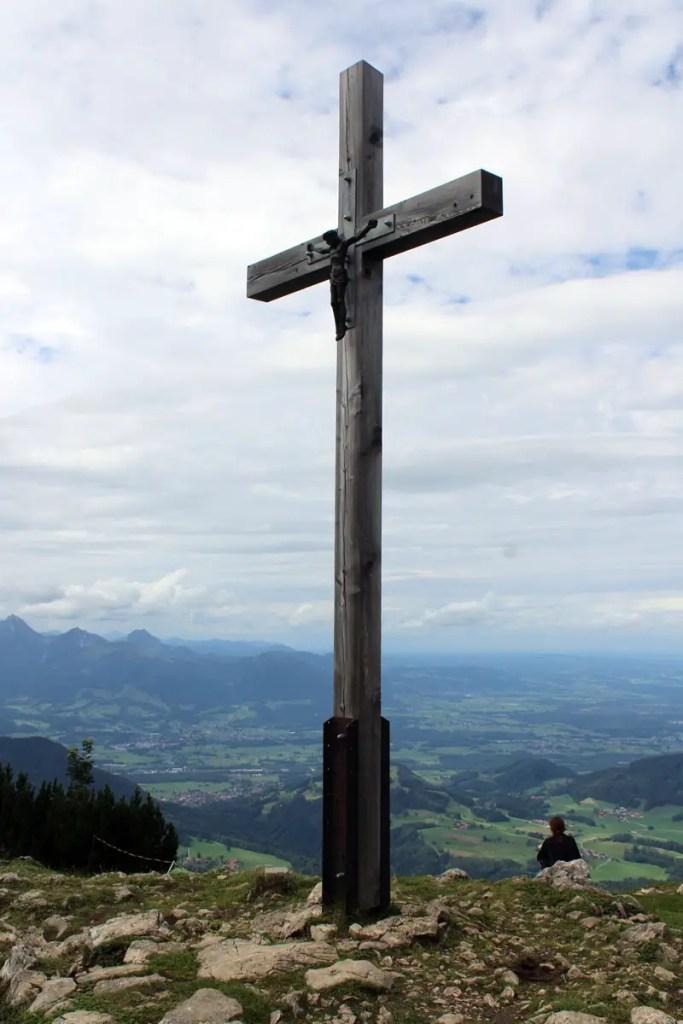 Geschafft: das Gipfelkreuz der Hochries