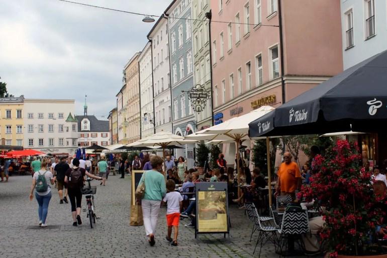 Der Max-Josefs-Platz in der Rosenheimer Altstadt ist die gute Stube