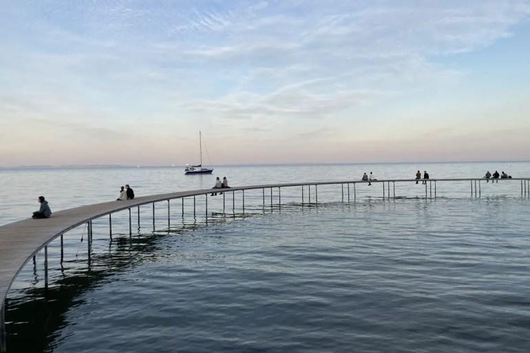 Die Infinite Bridge in Aarhus ist besonders am Abend beliebt