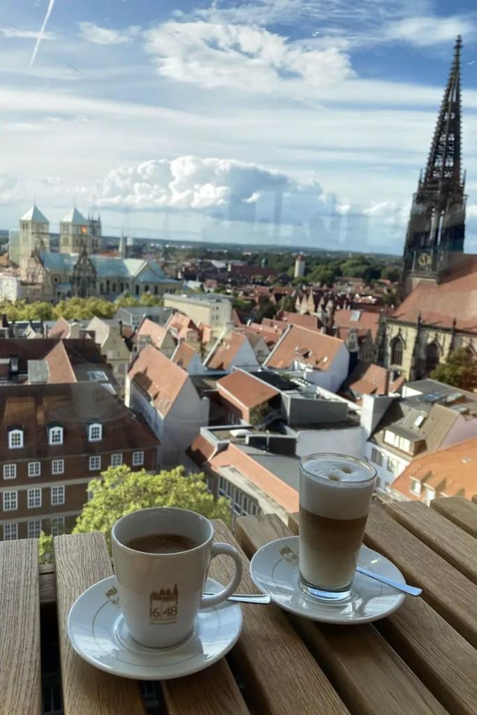 Vom Café 1648 hast du einen grandiosen 360-Grad-Blick über die Stadt