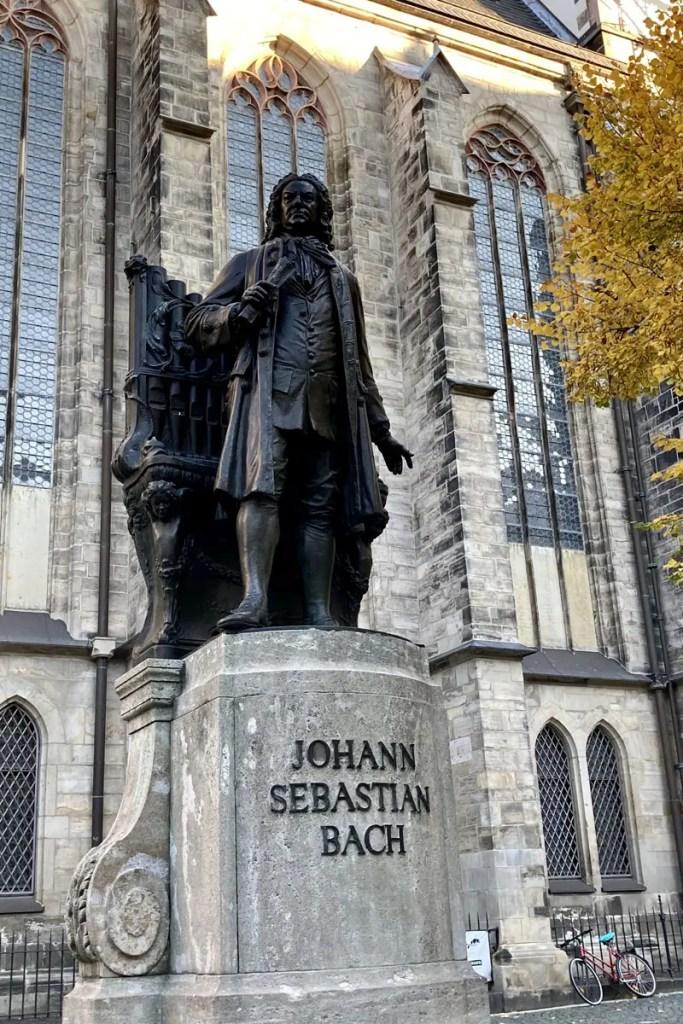Pflicht für Musikfans: die Thomaskirche mit Bach-Denkmal