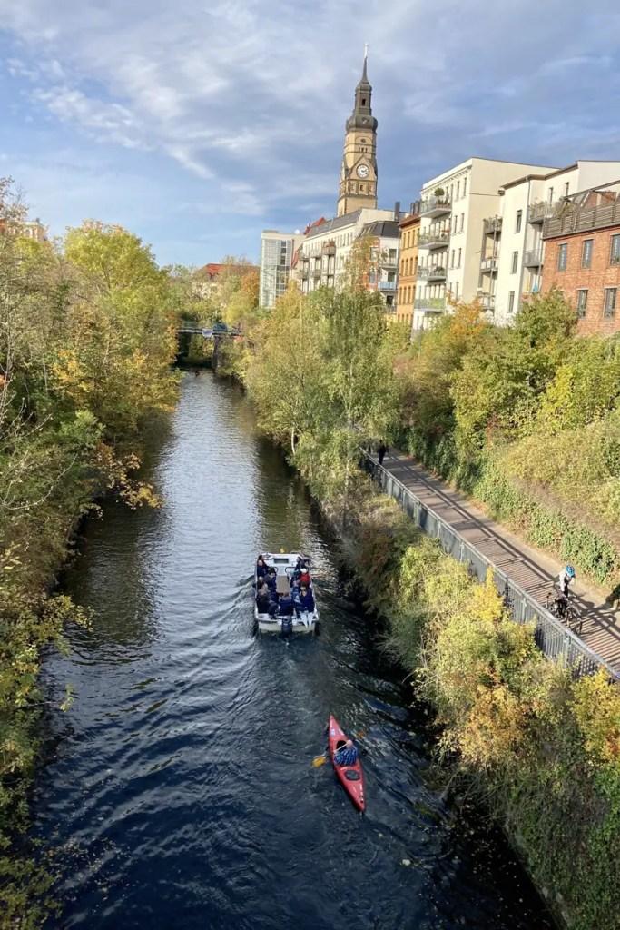 Der Karl-Heine-Kanal ist beliebt für Bootstouren und Spaziergänge