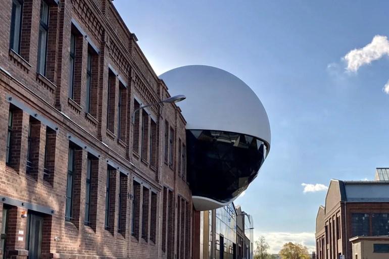 Neuer Hingucker: die futuristische Kugel der Niemeyer Sphere