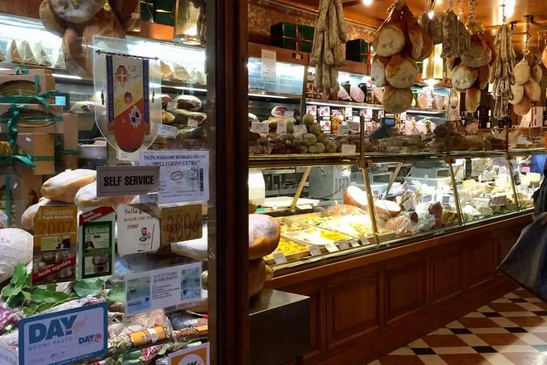 In Bolognas Altstadt findest du viele tolle Lebensmittelläden