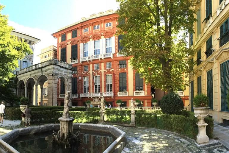 Die hübschen Palazzi Rolli gehören zu den Top-Sehenswürdigkeiten in Genua