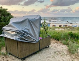 Sicherlich eine der ungewöhnlichsten Unterkünfte auf Usedom: der Strandschlafkorb in Ückeritz