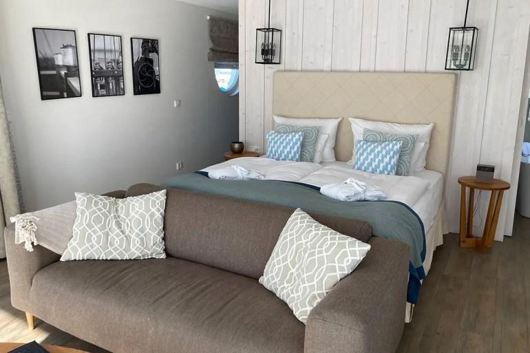 Innen ist das Floating House in Krummin sehr geschmackvoll eingerichtet