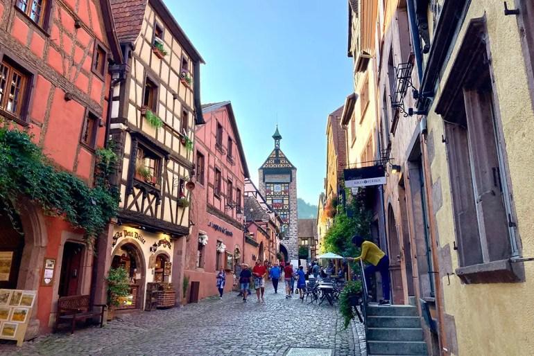 Riquewihr ist im Elsass das bekannteste Örtchen entlang der Weinstraße