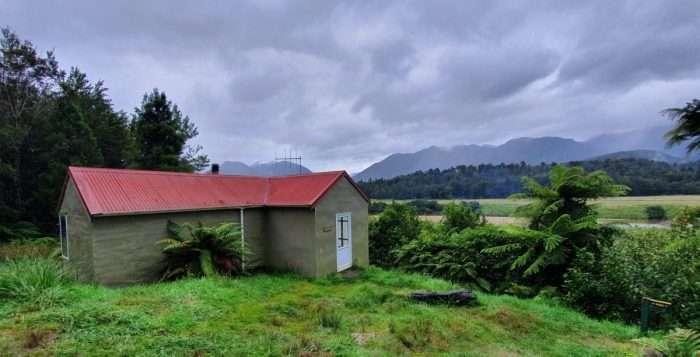 Mokuhinui Forks hut