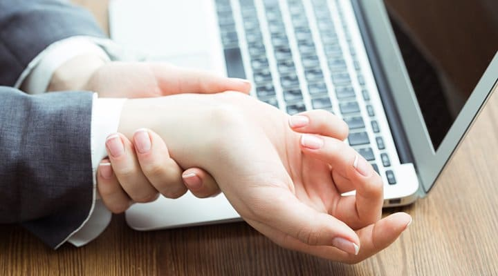 Three Reasons To Consult Your Chiropractor Before Self-Treating Carpal Tunnel Syndrome