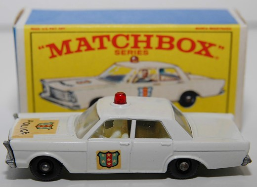 Matchbox-Vintage-55C-Ford-Galaxie-Police-Car-White-04