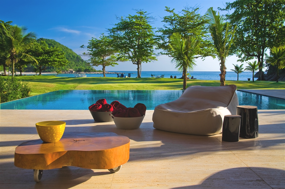 House, Pool, Garden And Sea, Wonderful Home Design with Natural ...