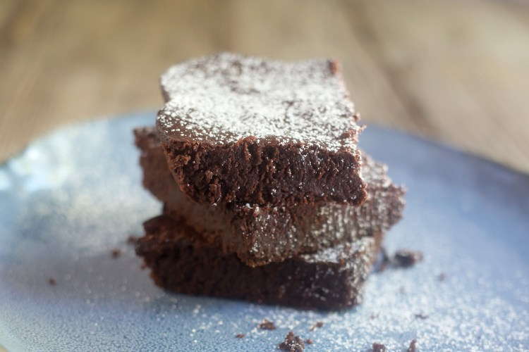 Gluten-Free Almond Flour Fudge Brownies | myhumblekitchen.com