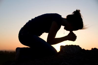 praying-on-her-knees