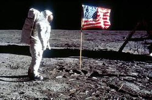 10 Interesting the First Man on the Moon Facts - My Interesting Facts
