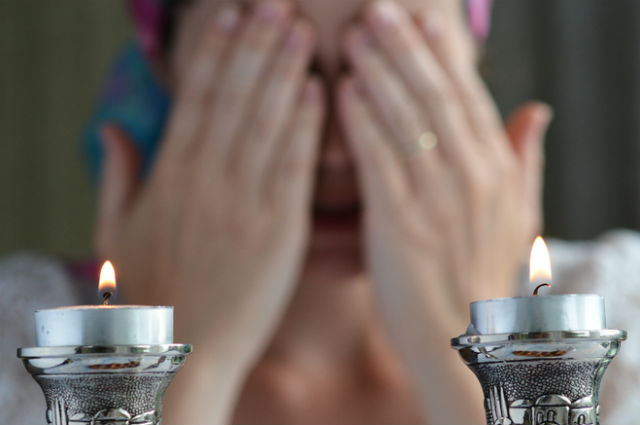 how to light shabbat candles my