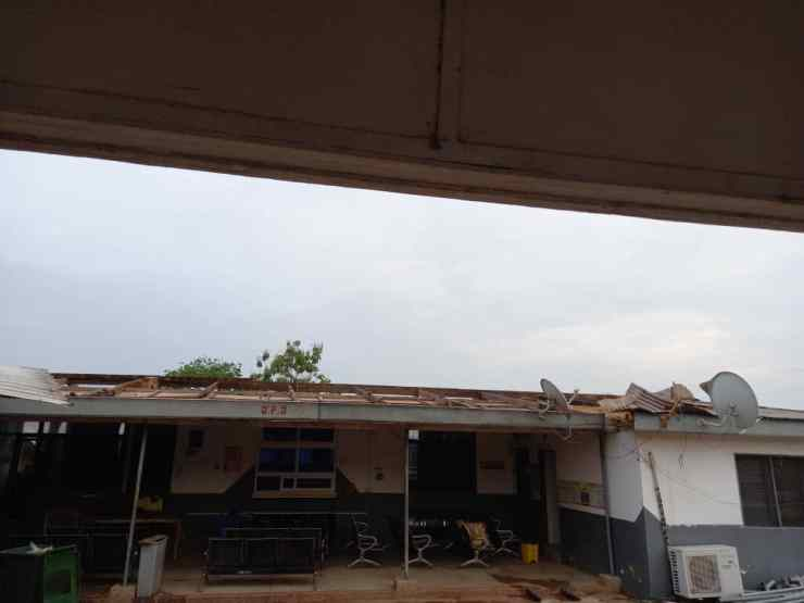 Kumawu Polyclinic suspends some services after storm rips off roof [Photos] 28