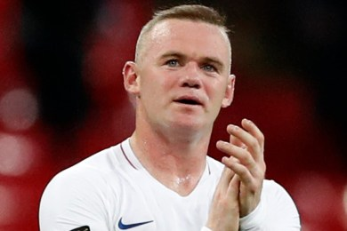 Wayne Rooney leaves from the pitch to the dug out