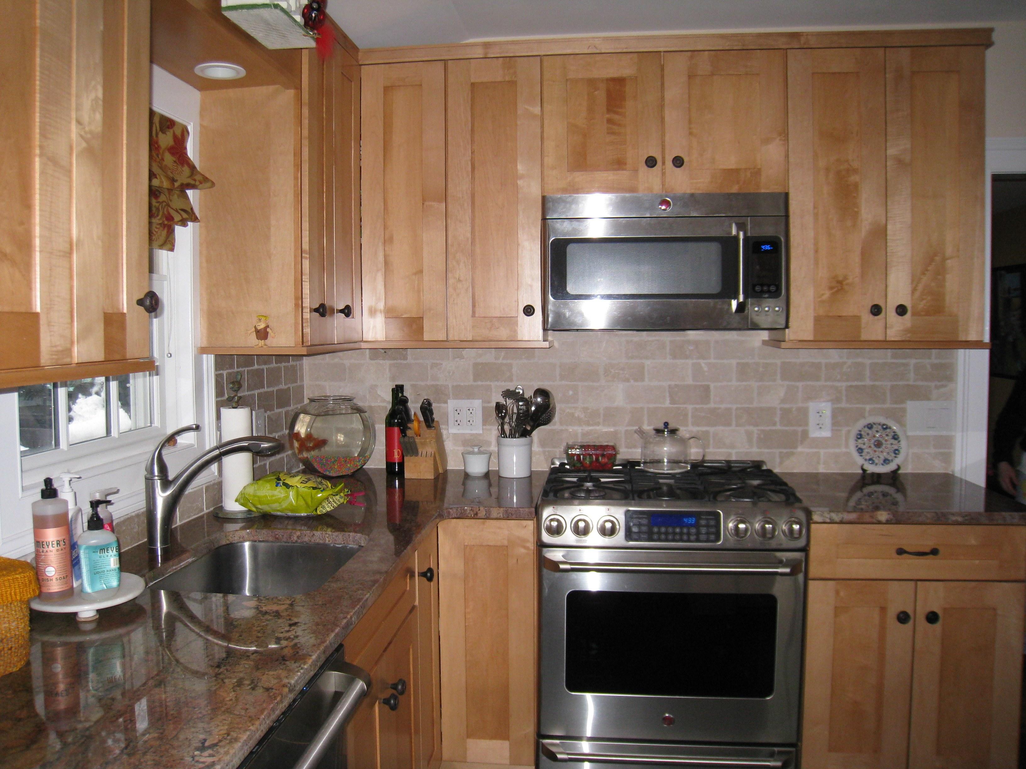 Elegant Brick Backsplash in the Kitchen Presented with ... on Backsplash Ideas For Maple Cabinets  id=42905