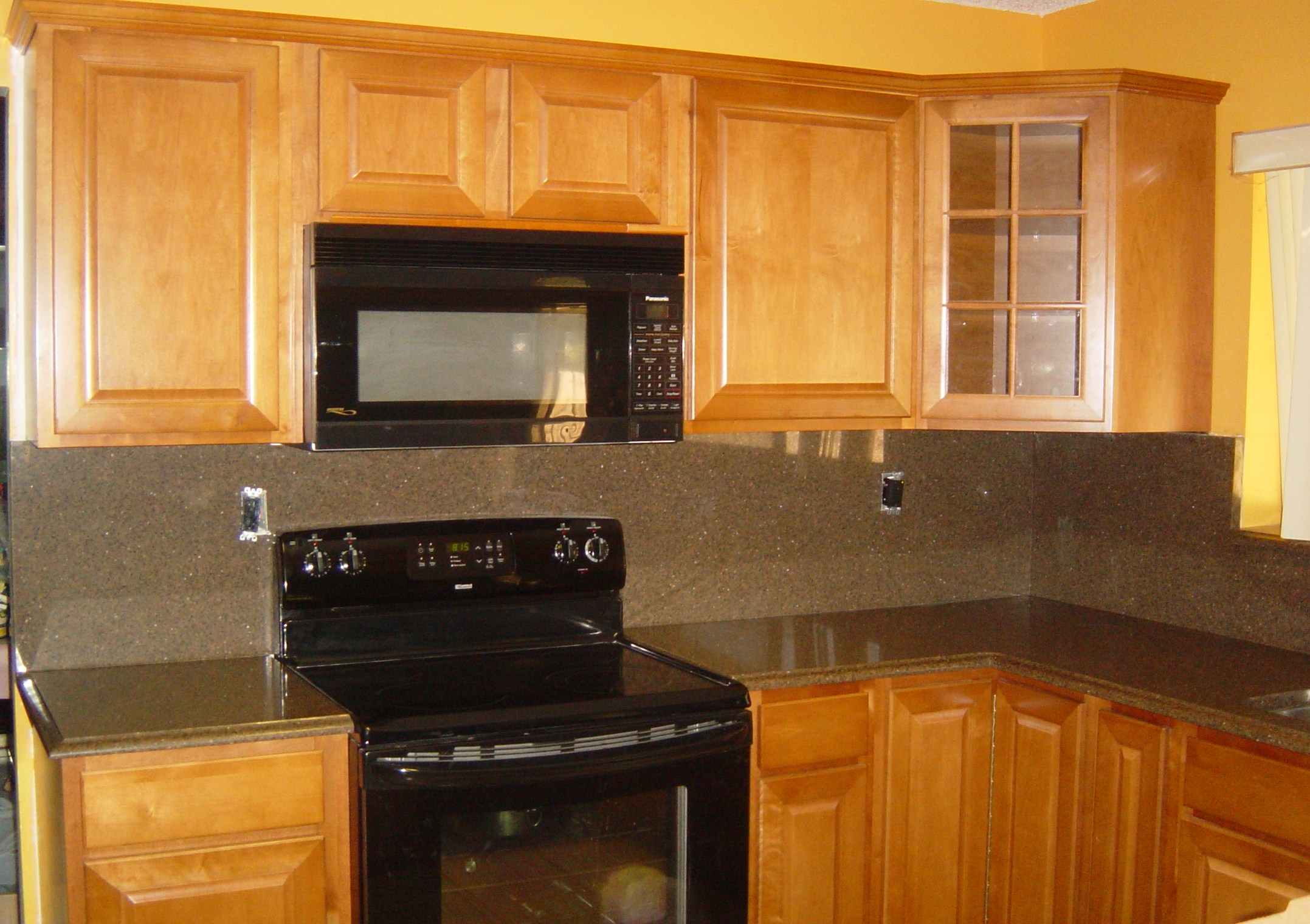 Harmonious Kitchen Paint Colors with Maple Cabinets ... on What Color Backsplash With Maple Cabinets  id=21407