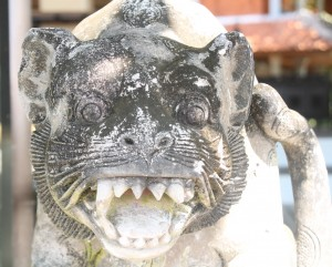 Bali temple cat sculpture with teeth