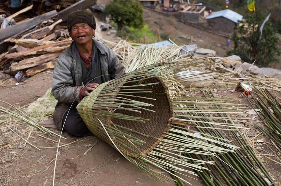 trek au Népal - homme qui travaille