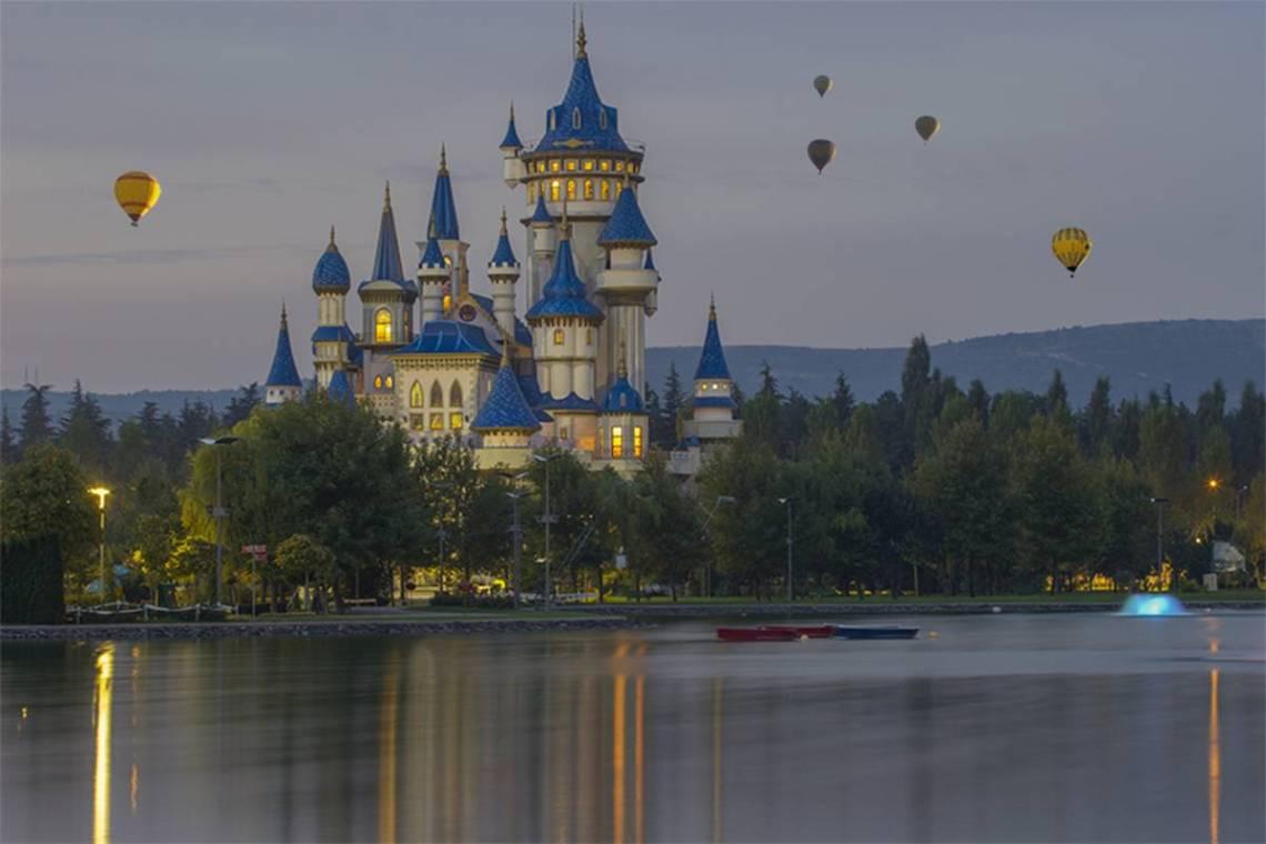 Disneyland paris montgolfière et décorations Disney