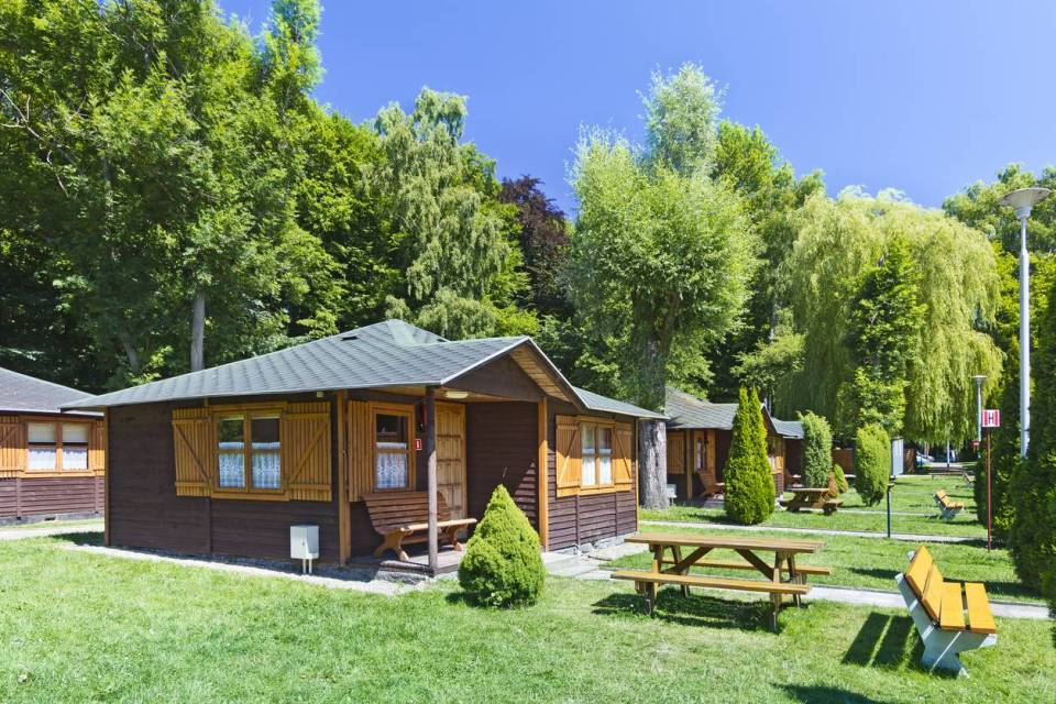 chalet camping banc herbe
