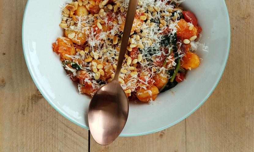 Gebakken gnocchi met spinazie en tomaat