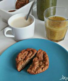 Bananenbrötchen pur mit Kaffee