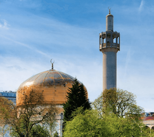 london central mosque - one of the thing to look out for on your 2 mile walk with kids in central london, along Regents Canal