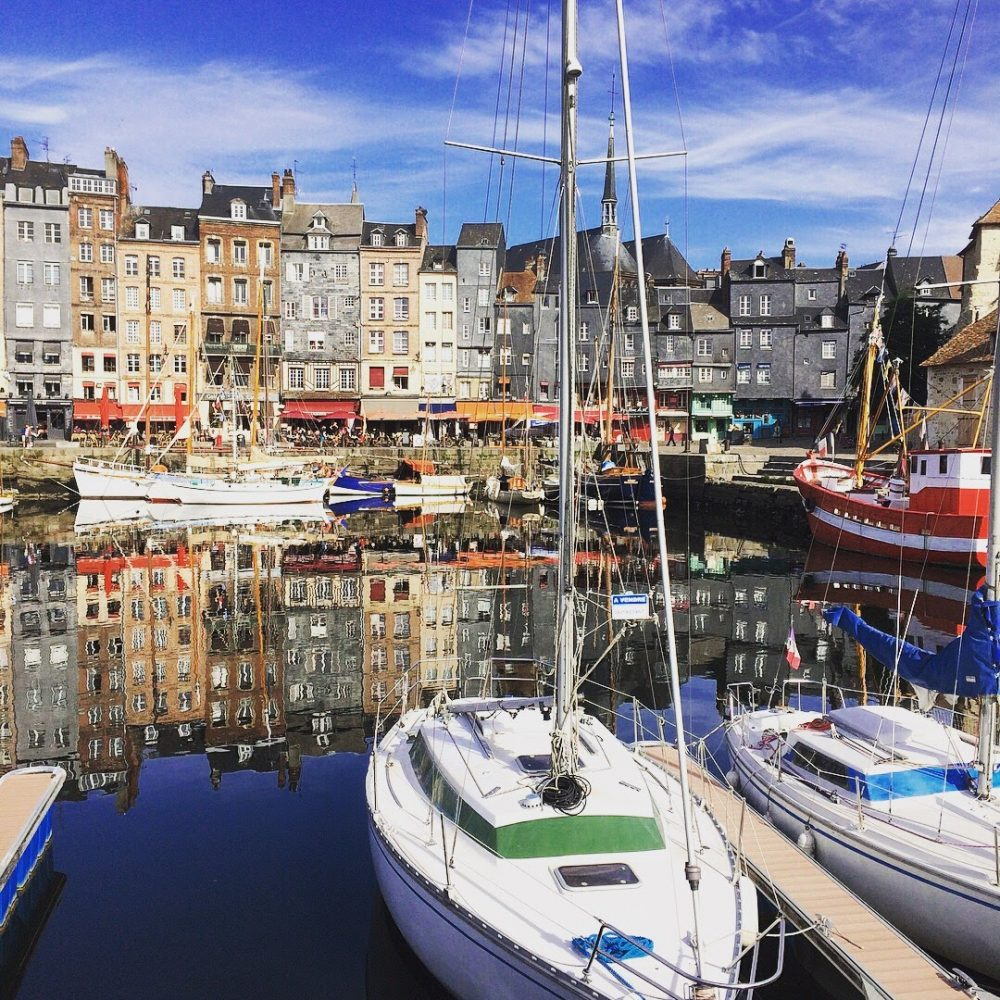 Honfleur is a really cool old harbour town in Normandy and there are lots of interesting fatcs about the place. Here are my top ten things you should know about this fascinating little French town...