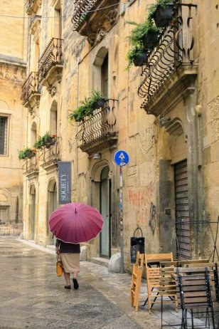 Lecce is the capital of Salento and one of the main tourist attractions of the region for its Baroque architecture and pretty streets and churches